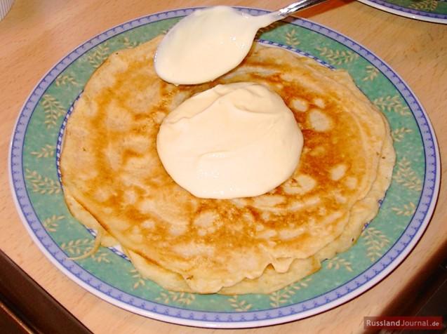 Blintz with sour cream