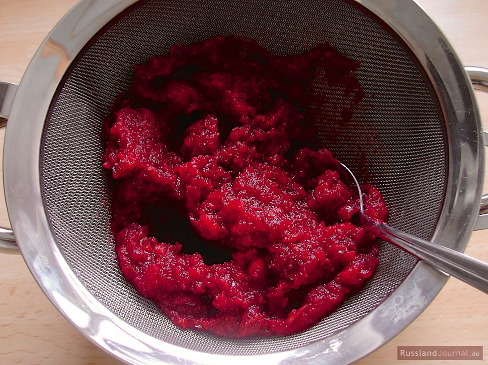 Place cranberries in the strainer over a bowl. Make juice drip into the bowl, stirring cranberry mash with a spoon. Set the bowl with cranberry juice aside.