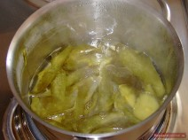 Pour 150-200 ml (=1 cup) boiling water over cucumber skins and simmer on low heat for 10-15 minutes. Remove the skins.