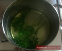 For the sauce, blanch parsley, drain, rinse with cold water and chop finely.