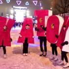 КАТОК heißt auf Russisch Eisbahn, Eisfläche zum Schlittschuhlaufen