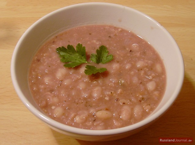 Bohnensuppe mit Walnüssen