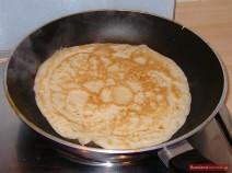 Blini Pfannkuchen braten