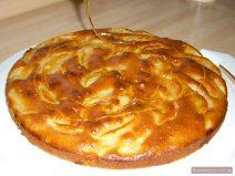 Apfelkuchen mit Honig dekorieren