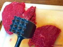 Rinderlende für Beef Stroganoff klopfen