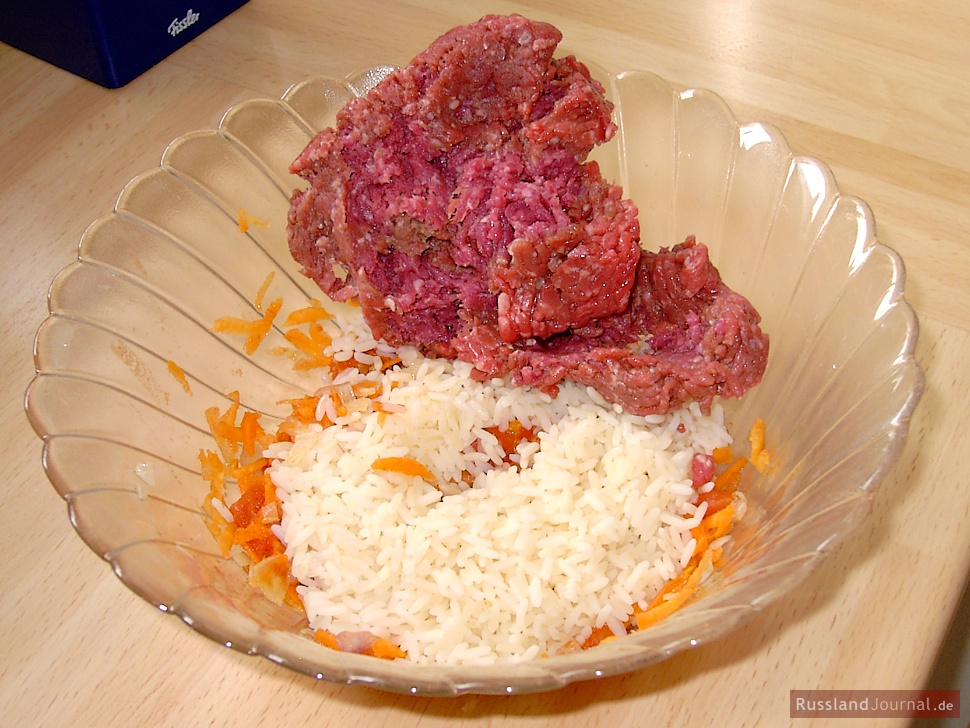 Hackfleisch und Reis für Golubtsi