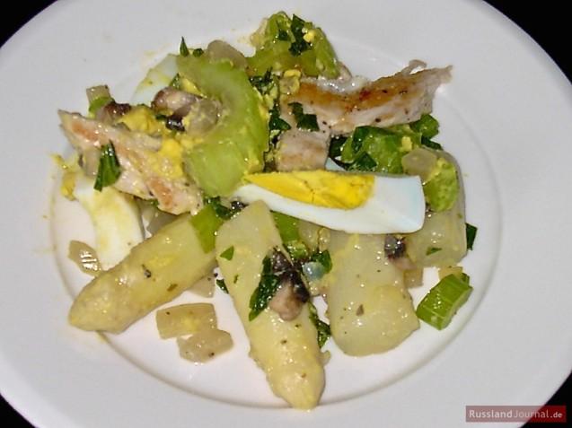 Salat mit Huhn und Spargel