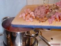 Fleisch klein schneiden für Soljanka