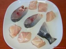 Fisch für Ucha in mundgerechte Stücke