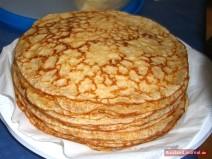 Stapel russischer Pfannkuchen Blini