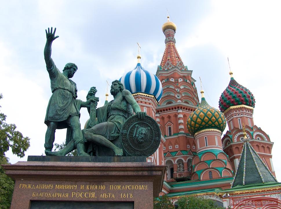 Denkmal für Minin und Poscharski vor der Basilius Kathedrale