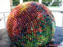 Riesen-Ei aus bunten Eiern