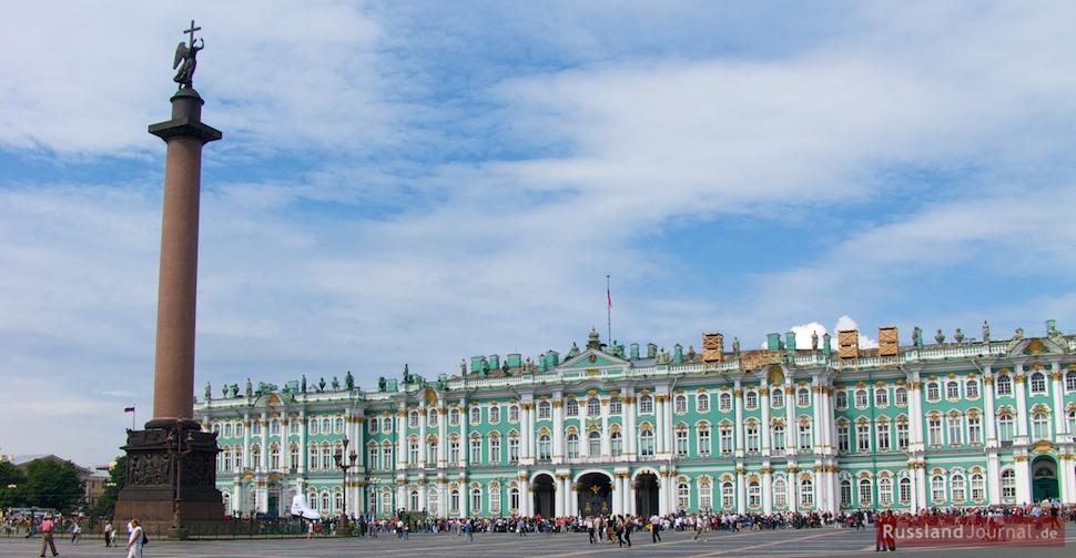 Schlossplatz mit Alexandersäule und Eremitage