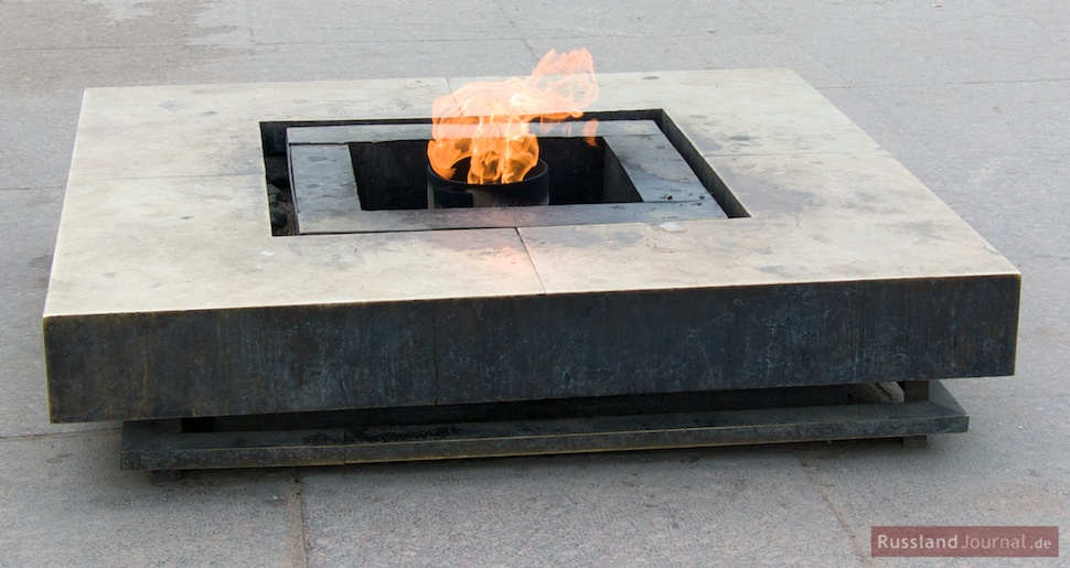 Ewige Feuer auf dem Marsfeld in St. Petersburg