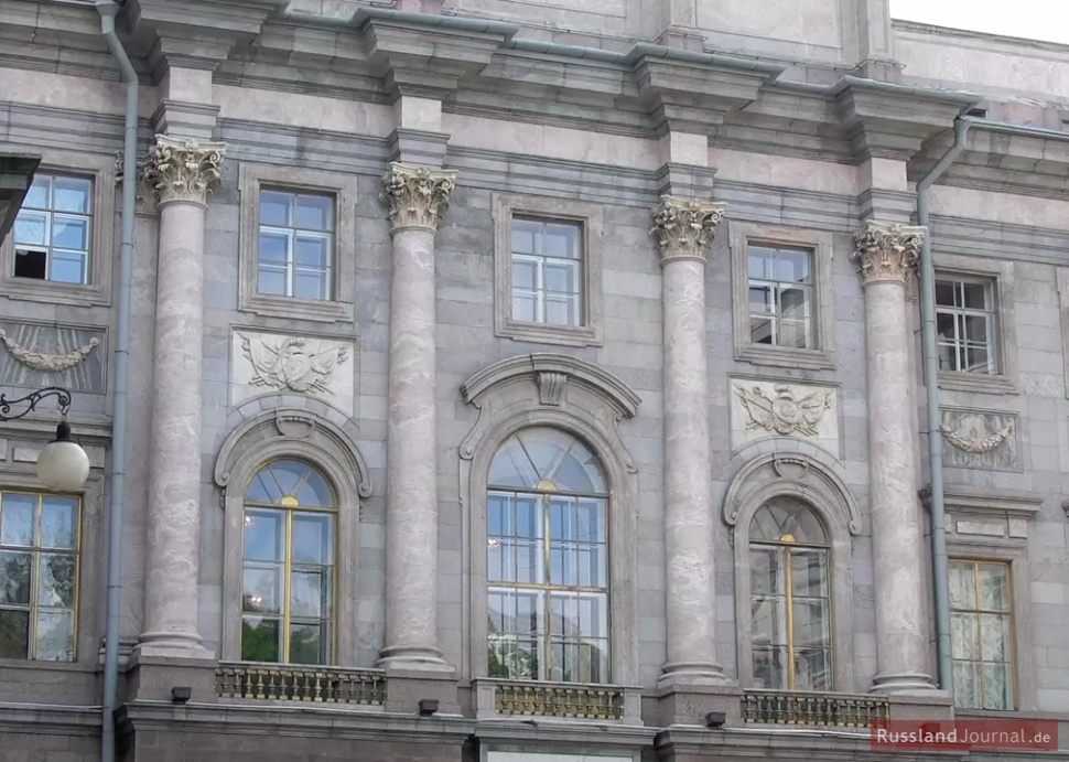 Vergoldete Fensterrahmen des Marmorpalastes
