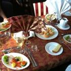 Geschmackvoll gedeckter Tisch