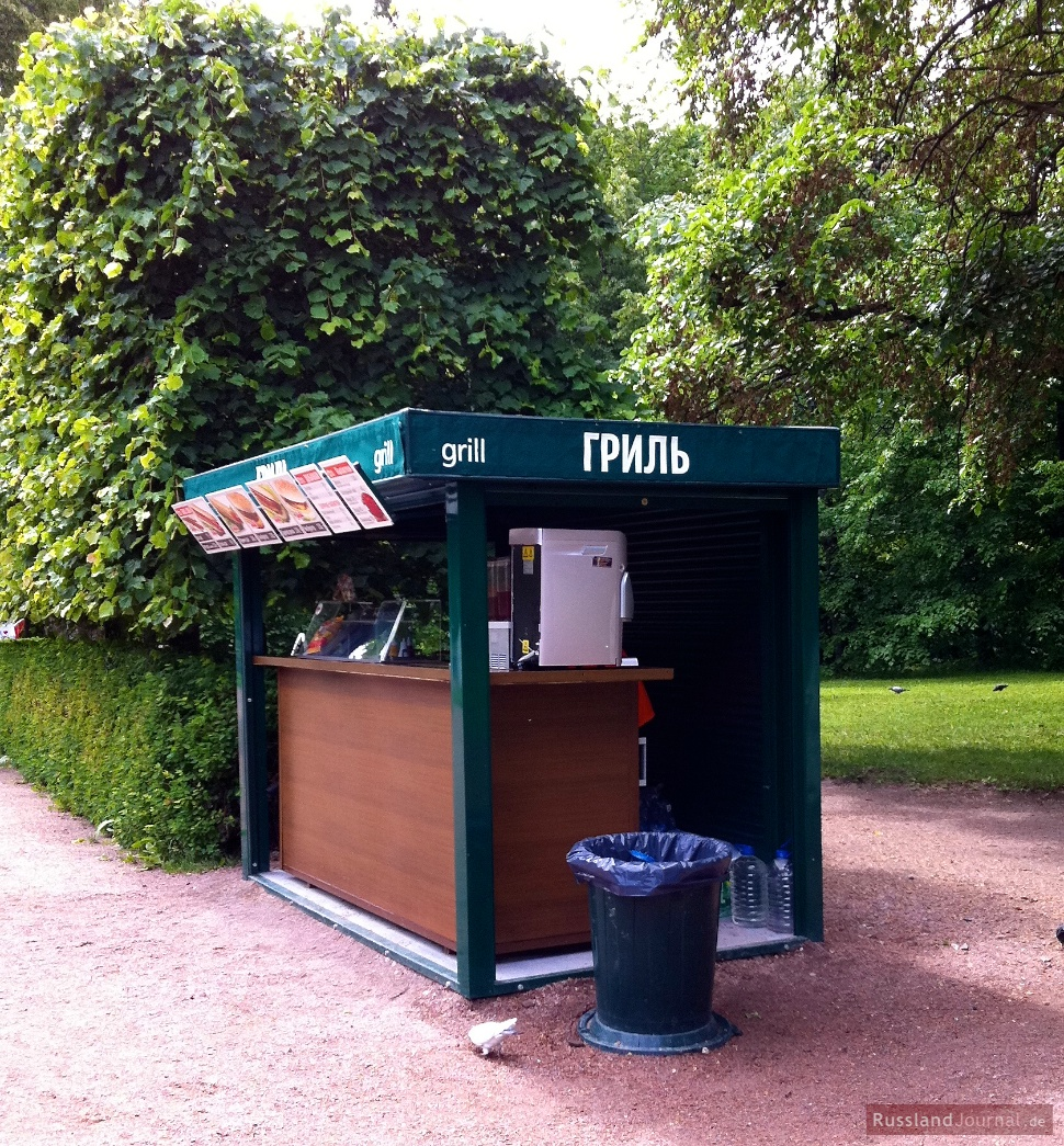 Ein Grill-Stand im Unteren Park in Peterhof
