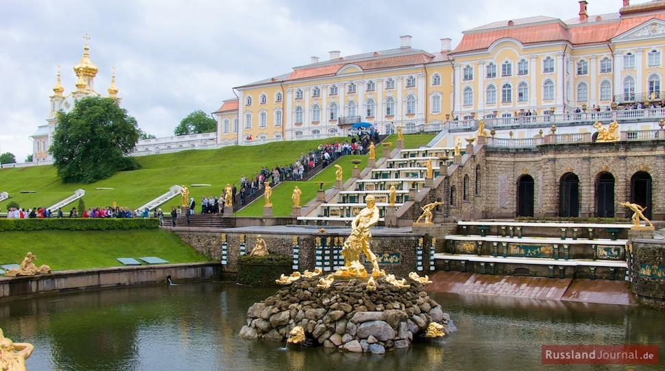 Der Große Palast und die Große Kaskade in Peterhof