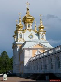 Die Kirche des Großen Palastes in Peterhof