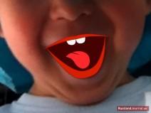 Mund von einem lachenden Kind