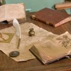 Bücher und Karten