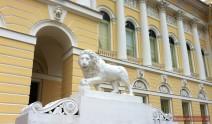 Löwe am Eingang in den Michailowski-Palast