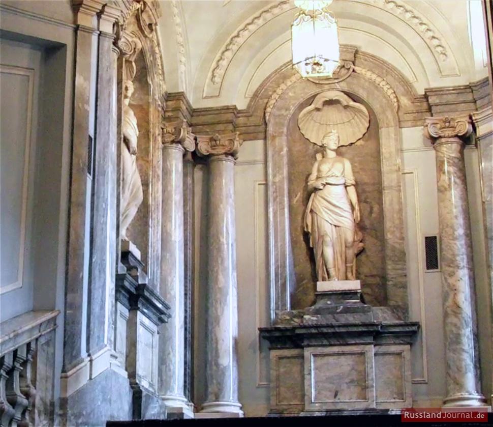 Marmorskulptur im Marmorpalast