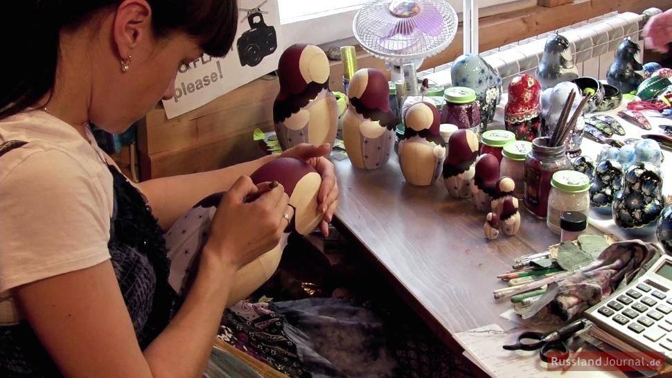 Matroschka Herstellung in Mandrogi