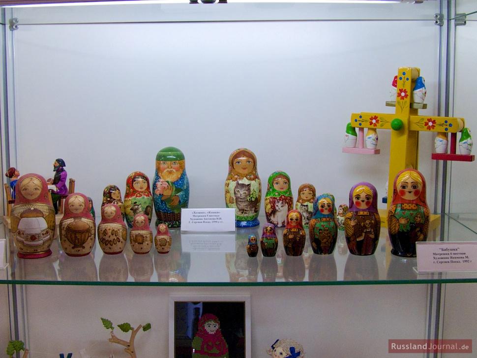 Matroschkas und Spielzeug der 90er Jahre