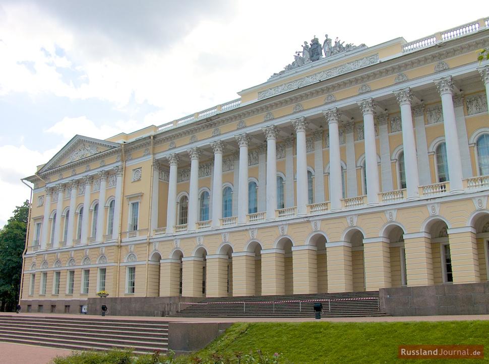 Garten zugewandte Fassade des Michailowski-Palastes