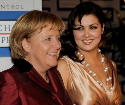 Anna Netrebko und Angela Merkel beim Deutschen Medienpreis 2009 © media control GmbH