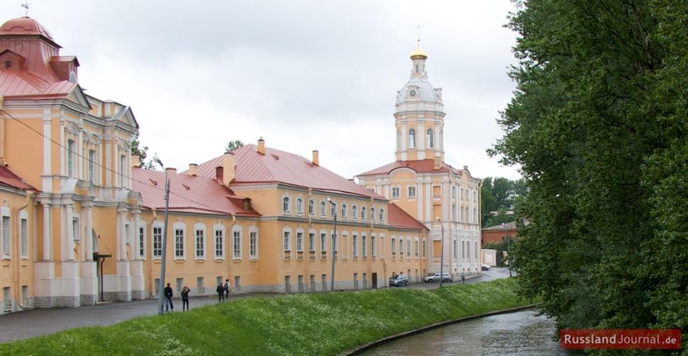 Blick auf das Alexander-Newski-Kloster vom Fluss