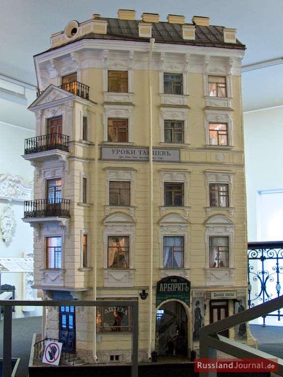 Modell eines typischen Mietshauses von St. Petersburg