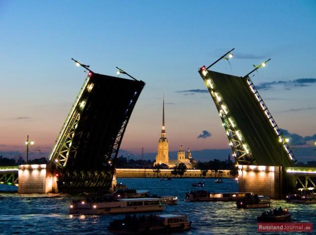 Blick auf die Peter-Paul-Festung und die Schlossbrücke