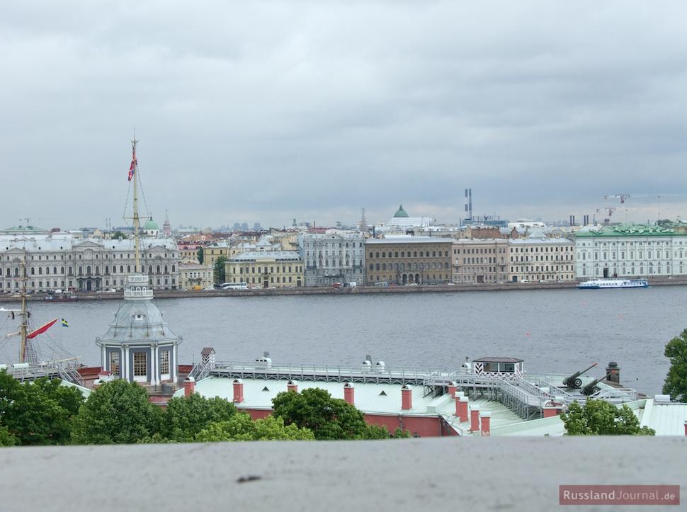 Blick auf St. Petersburg und die Naryschkin-Bastion vom Glockenturm der Peter-Paul-Kathedrale