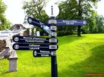 Wegweiser im Unteren Park von Peterhof