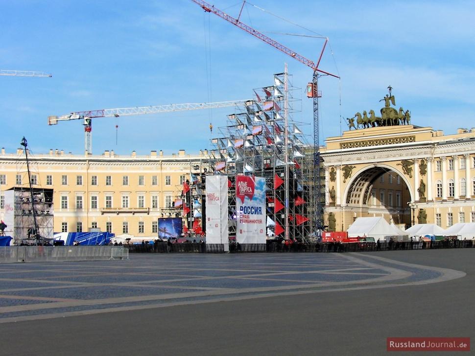 Konzert-Bühne vor dem Generalstabsgebäude
