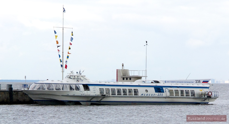 An der Anlegestelle in Peterhof