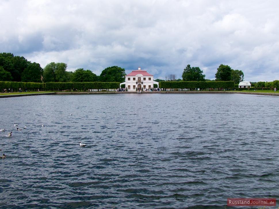 Teich vor dem Schloss Marly