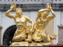 Skulpturen über der Unteren Grotte