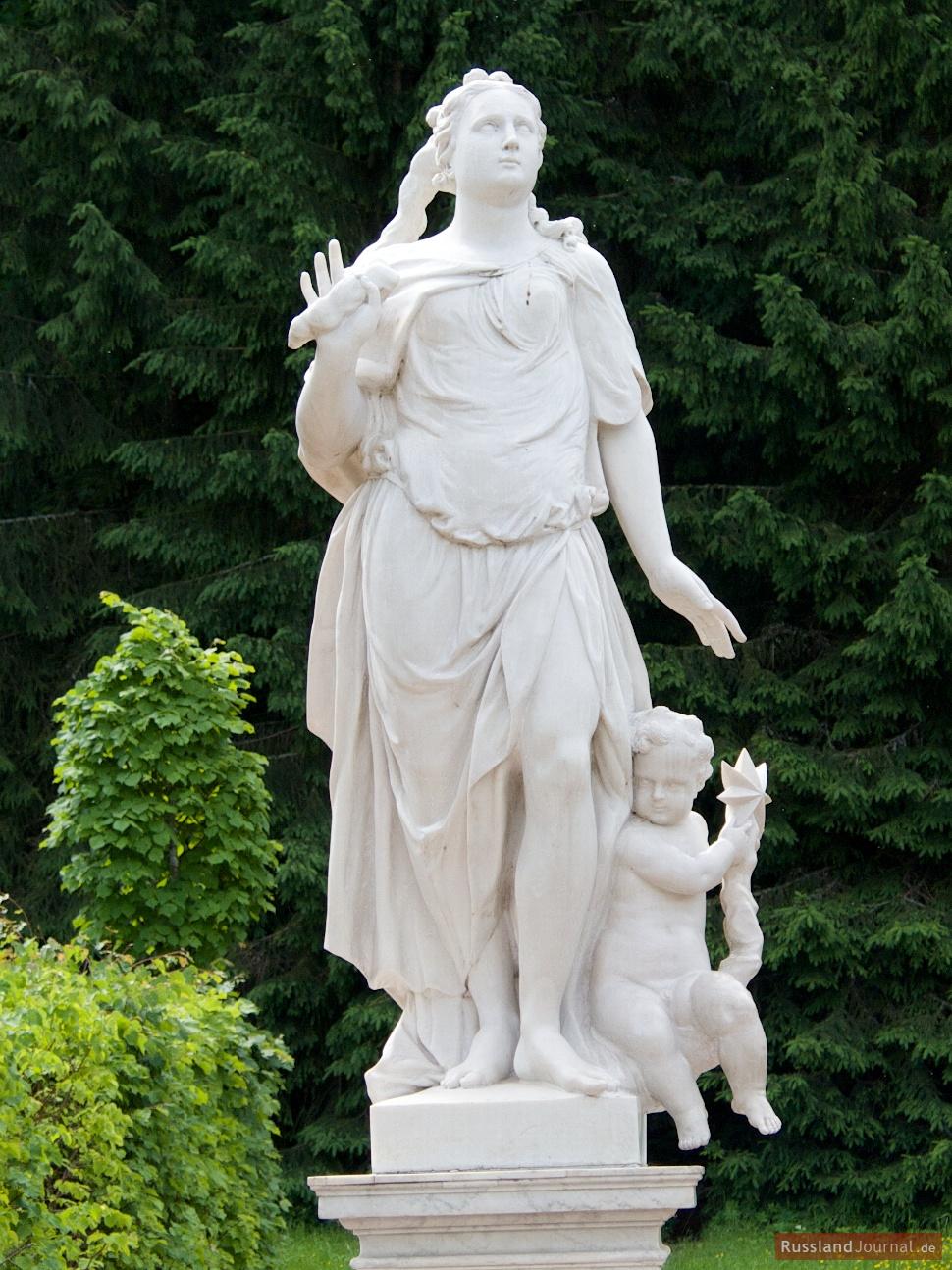 Frauen Skulptur im Unteren Park