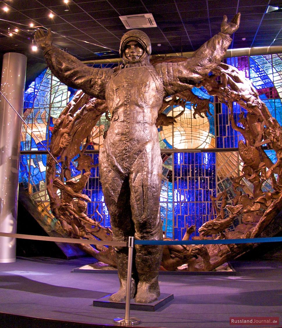 Statue von Gagarin im Raumfahrt-Museum