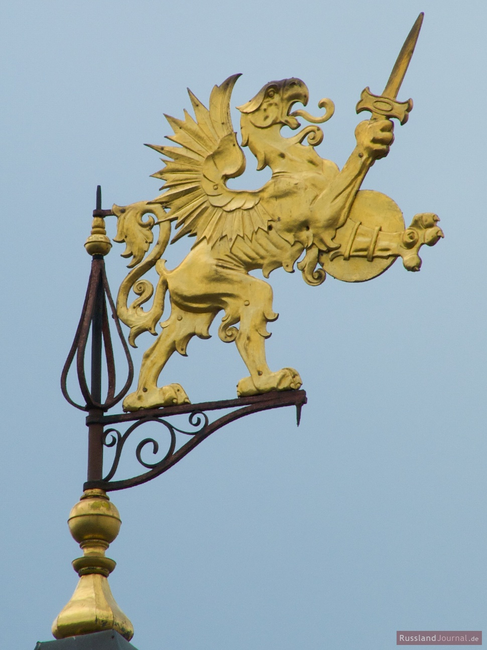 Vergoldeter Greif auf der Spitze des Romanow-Palastes