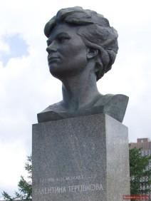 Walentina Tereschkowa (russisch: Валентина Терешкова), flog 1963 als erste Frau ins Weltall.