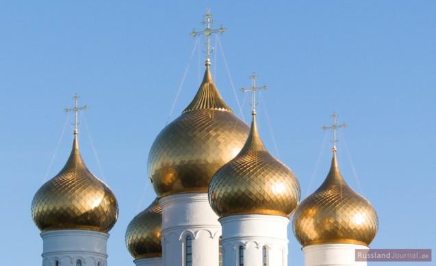 Zwiebeltürme einer russischen Kirche
