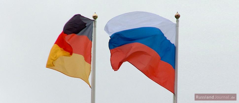 Fahnen von Deutschland und Russland