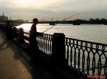 Angler an der Newa in St. Petersburg