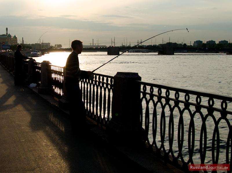 Angler an der Newa in St. Petersburg