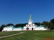 Haupttor der Zarenresidenz in Kolomenskoje