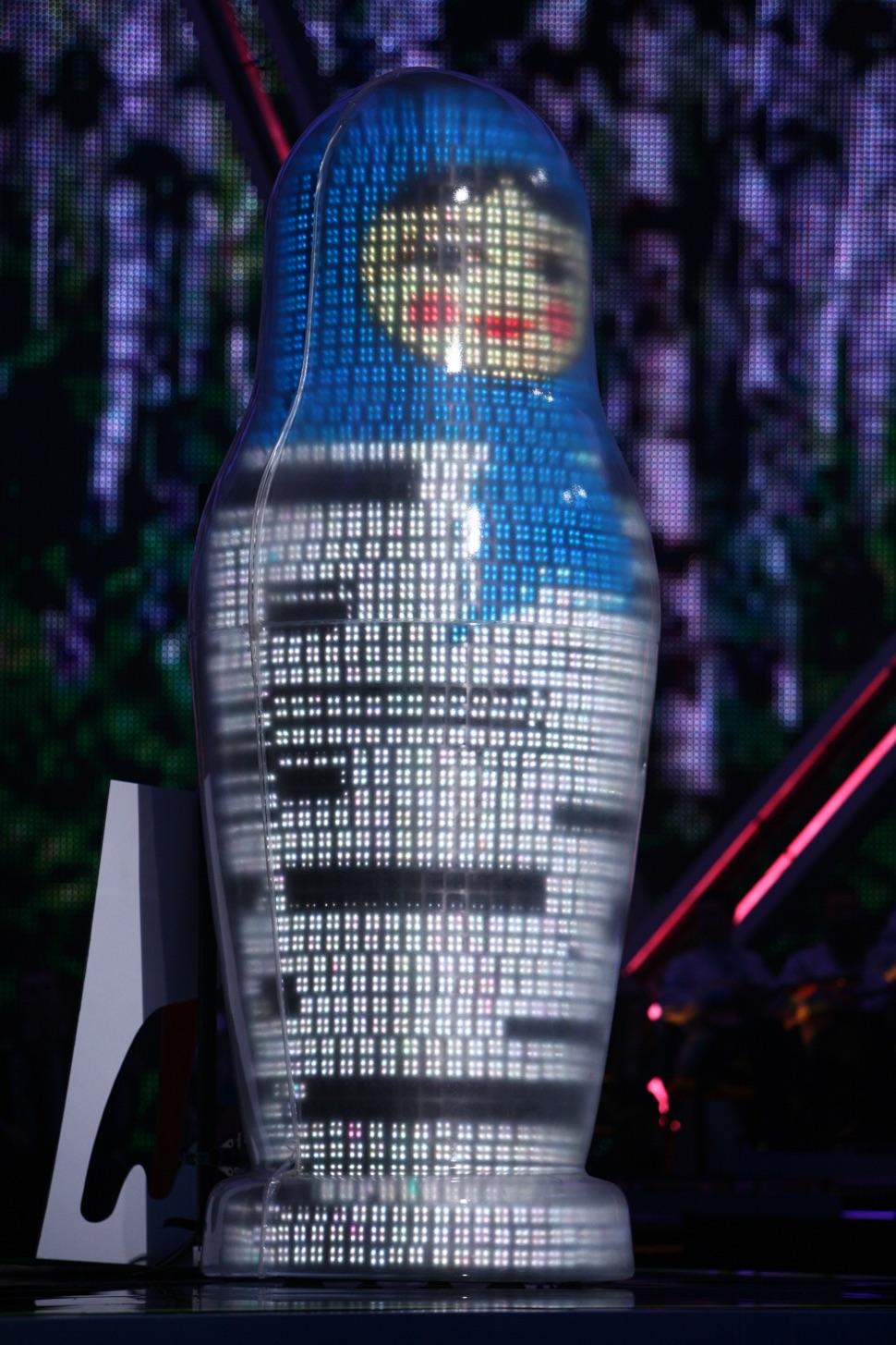 Matrjoschka Puppe mit blauem Kopftuch als Deko bei der Eurovision 2009